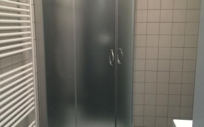 koupelna se sprchovým boxem