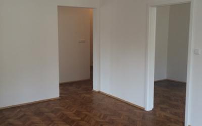 obývací pokoj - dveře do ložnice a kuchyně
