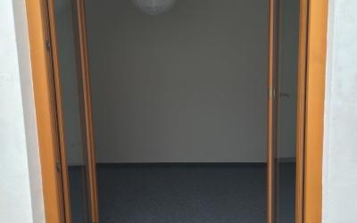 pohled z terasy do pokoje